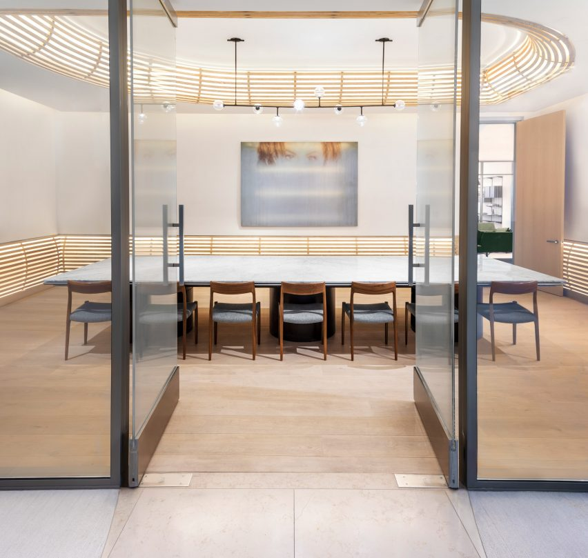 spring-place-beverly-hills-interiors-coworking-california-usa_dezeen_2364_col_1-852×809