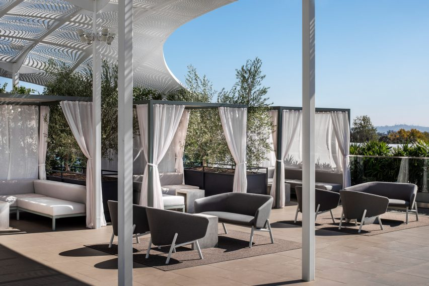 spring-place-beverly-hills-interiors-coworking-california-usa_dezeen_2364_col_7-852×568