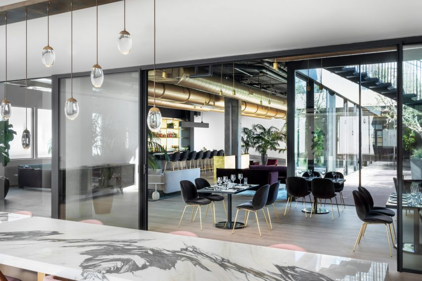 spring-place-beverly-hills-interiors-coworking-california-usa_dezeen_2364_col_8-852×568